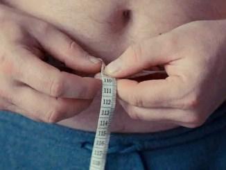 Nadváha Jak rozdílně zatěžuje muže a ženy.
