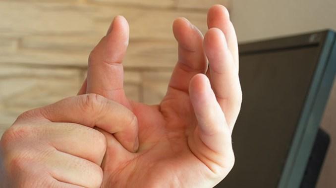 Tetanie se projevuje například křečemi v rukou. foto: Shutterstock