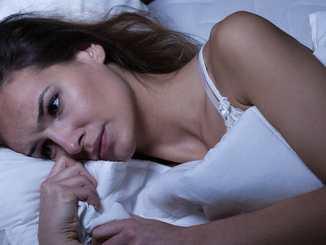 Přerušovaný spánek může mít více příčin.