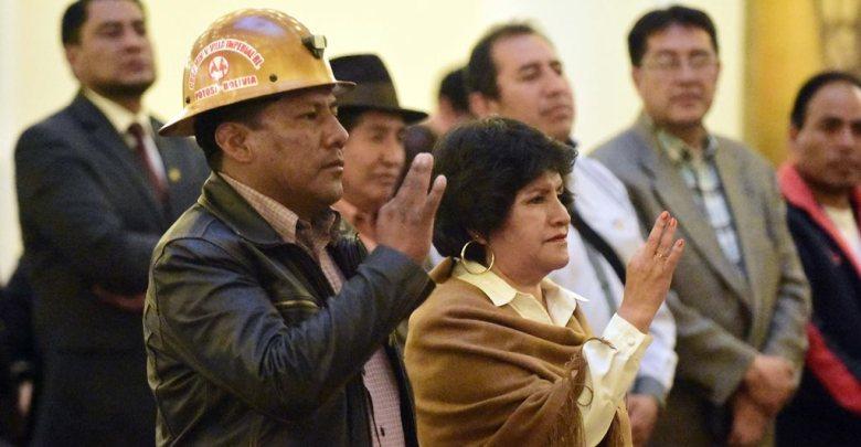 Photo of Áñez posesiona a ministros de Minería y Educación