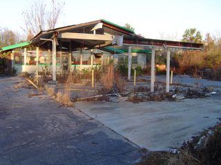 Peak Oil Dead Gasoline Station Discoveries Vs Production