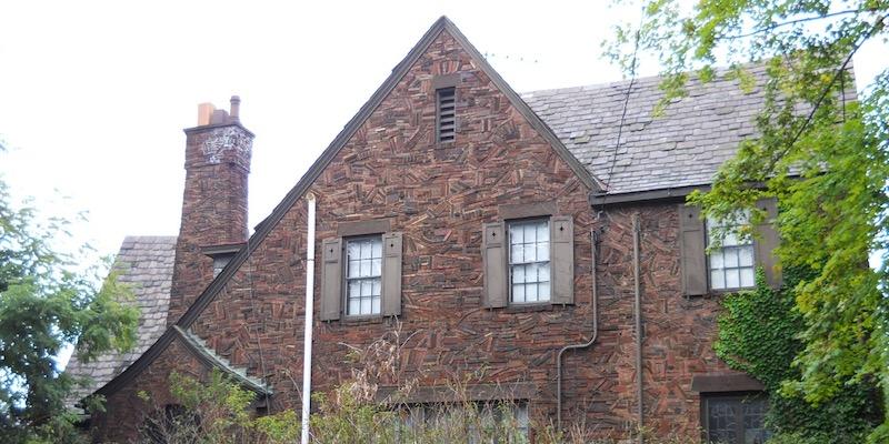 Old-house-chimney-stack-effect-negative-pressure