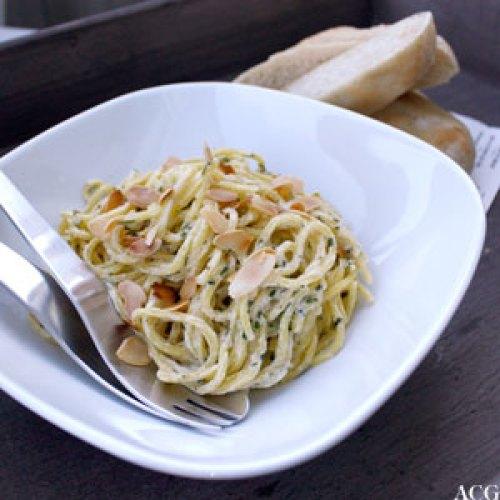 spaghetti med mandler og persille