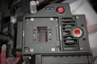 La EPIC sin montura de lente.  Observad los ventiladores: la cámara aún está en marcha!