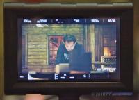 El menú en el LCD con Deanan trabajando en el fondo