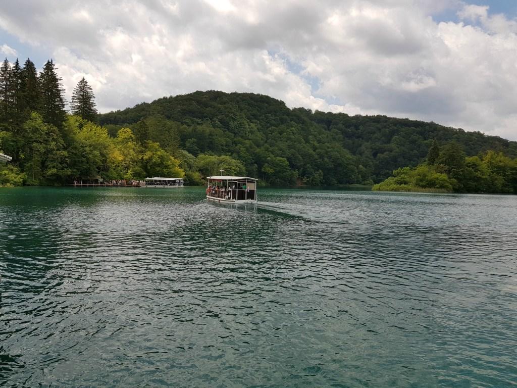 Plitvice_vandfald_båd