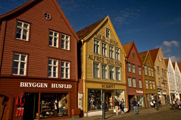 maisons-colorées-du-quai-Bryggen-classé-à-Unesco-Bergen-Norvèg