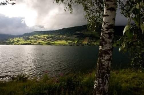 -fjord-et-nuages-orageux-Norvège