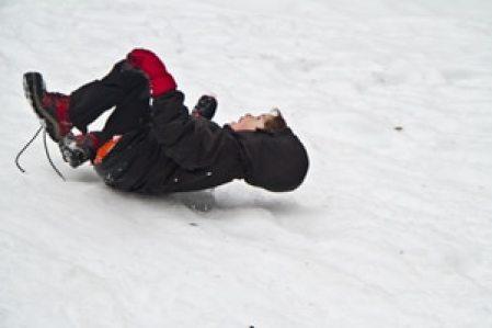 glissade-fesse-enfant-vercors-neige