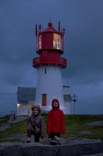 enfants-au-phare-de-Lindesnes-Norvège-voyage-famille