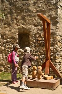jeu-de-bois-château-de-Beckov-Slovaquie-voyage-famille-enfant-guide-info