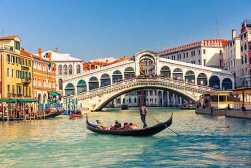 pont rialto venise italie avec gondole