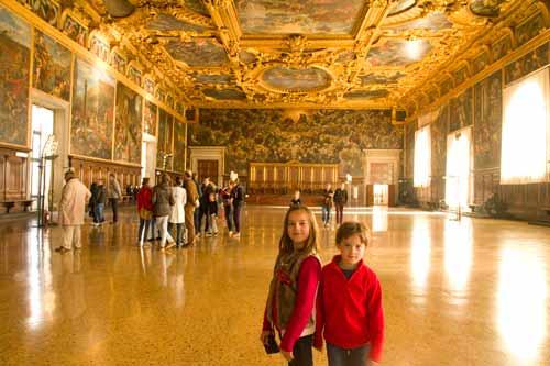 grande-salle-palais-des-doges-venise-italie