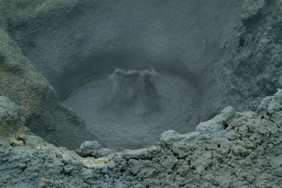 marmite-de-boue-bouillonnante-volcan-islande-hverir