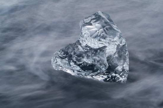 lac-jokulsarlon-iceberg-en-forme-de-coeur-islande