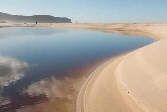 Sandwood-bay-lagoon-Ecosse