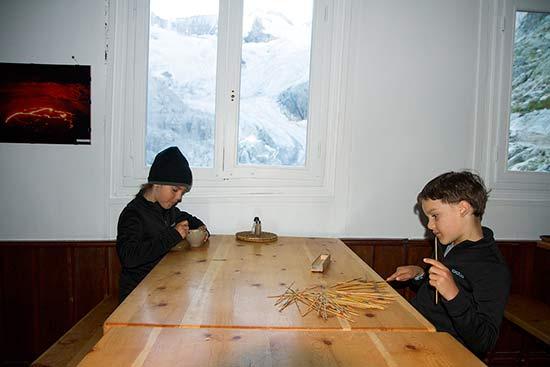 enfants-au-refuge-de-la-Pilatte-Ecrins