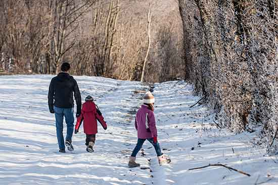 sport-hiver-enfants-balade