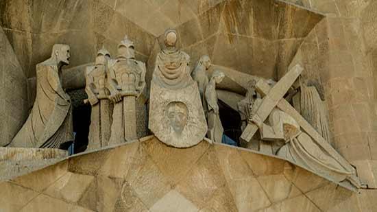 statues-sagrada-familia-barcelone