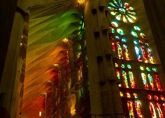 vitrail-intérieur-sagrada-familia-barcelone