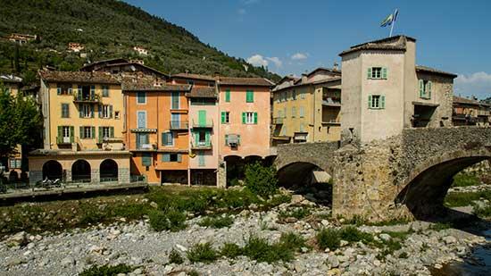maisons-colorées-village-sospel-arrière-pays-nicois