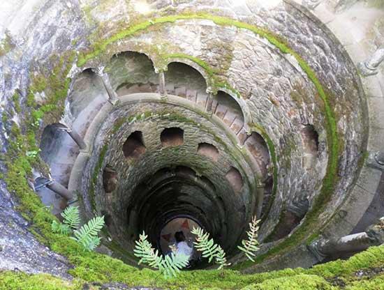 puits-au-palais-de-la-regaleira-sintra-portugal en famille