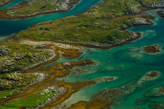eaux-turquoise-d'un fjord iles-lofoten-norvege