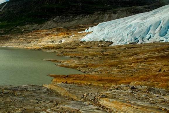 glacier-svartisen-avec lac vert norvege