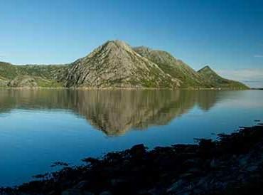 paysage-fjord-montagne-au lever de soleil lofoten-norvege