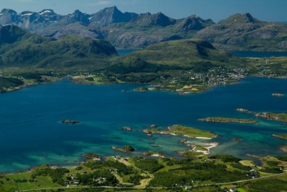 paysage-mer-montagne-pic iles-lofoten-norvege