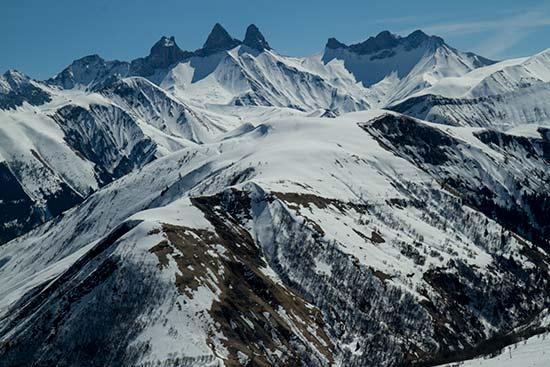 massif-arvan-avec-aiguille-arves-en-savoie-hiver