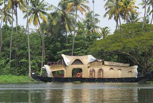 bateau-en-inde house boat