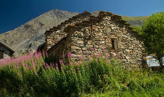 maison-en-pierre-oisans-alpes