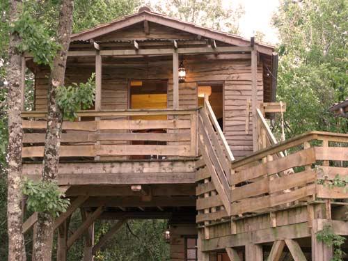 cabane-dans-les-arbres-en-famille-dordogne