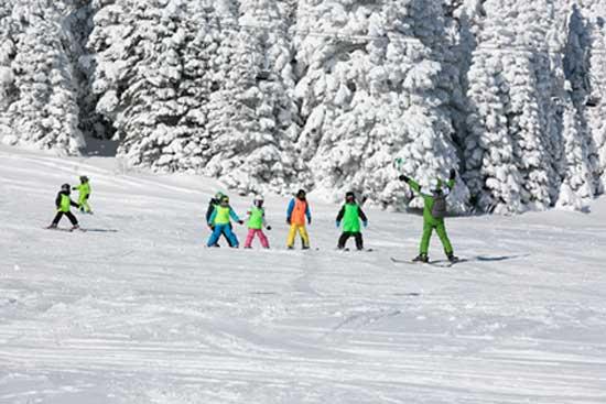 enfant-ski-station-alpes