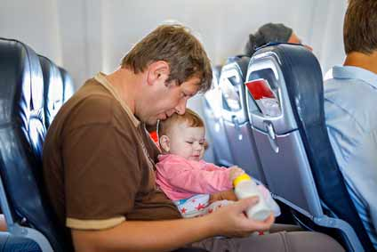poussette-en-avion-en-cabine-avec-bébé