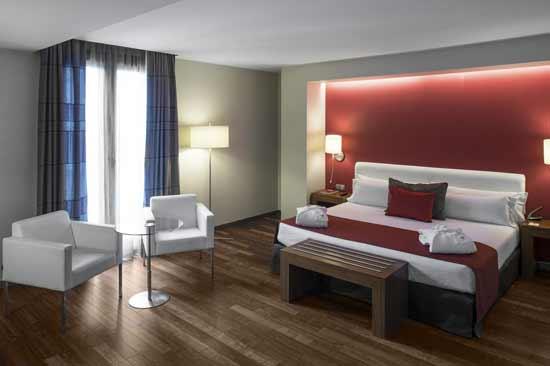hotel-barcelone-chambre-familiale-5-personnes-avec-piscine