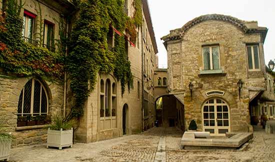 visiter-carcassonne avec-enfant-ruelles