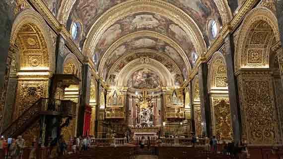 malte-avec-bébé-cathédrale