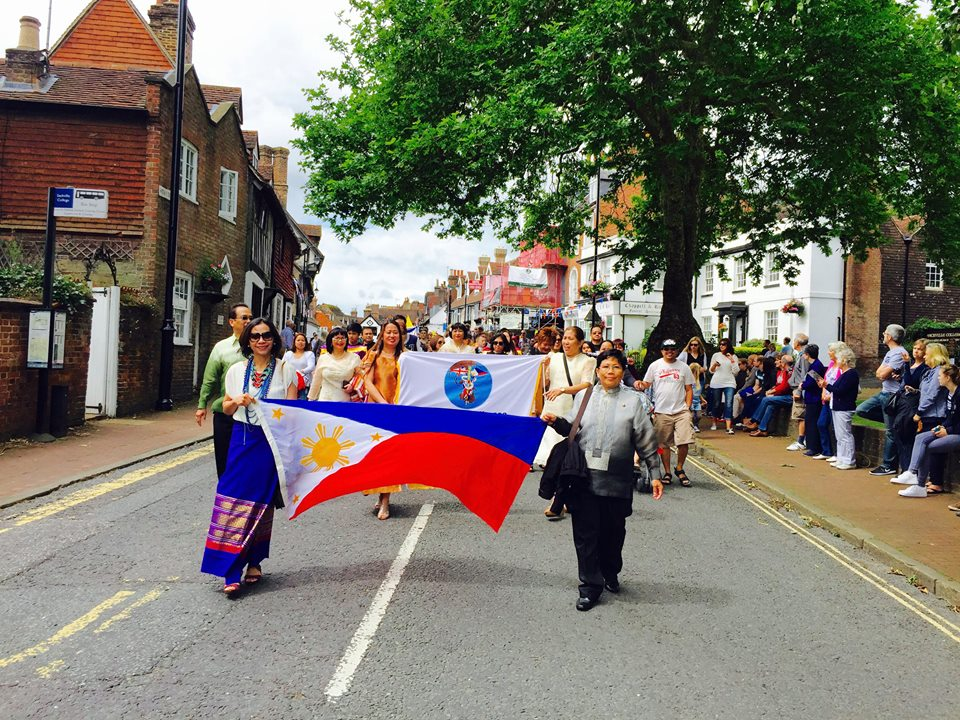 Filipino Community Takes Part in the East Grinstead Carnival 2016