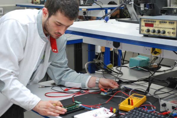 Study Electronics And Electrical Engineering School