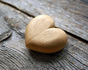 wooden_heartshaped_ring_box
