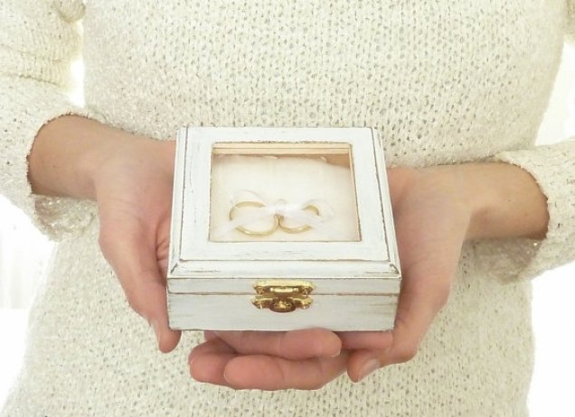 Ring pillow box
