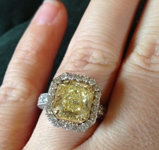 credit kelly clarksontwitter - Yellow Diamond Wedding Rings
