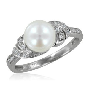 White-Gold-Pearl-and-Diamond-Engagement-Ring