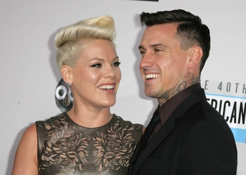pink-hart-40th-anniversary-american-music-awards-01