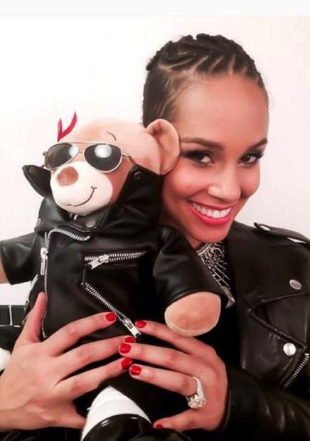 Alicia Keys' 7 Carat Princess Cut Diamond Ring