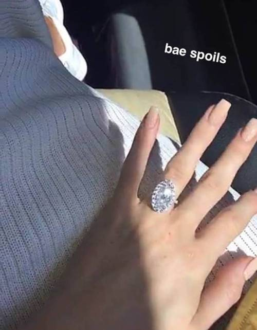 Kylie-Jenner-engagement-ring (1)