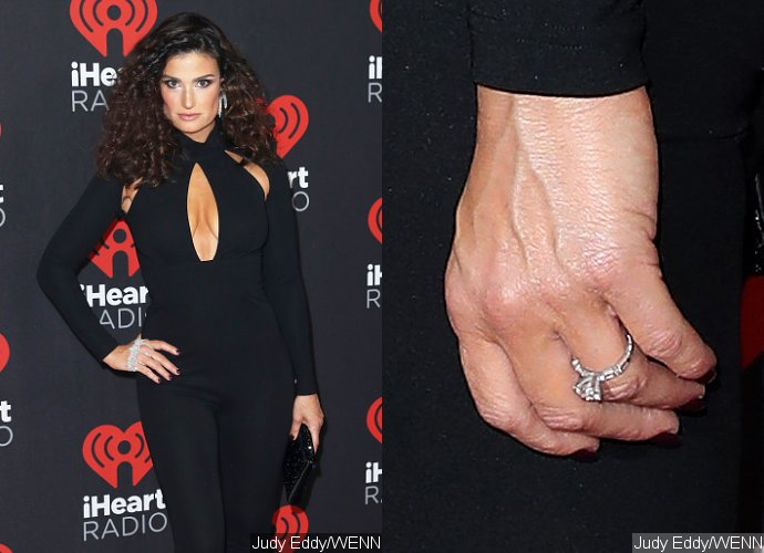 idina-menzel-debuts-engagement-ring-from-aaron-lohr-at-iheartradio-music-festival