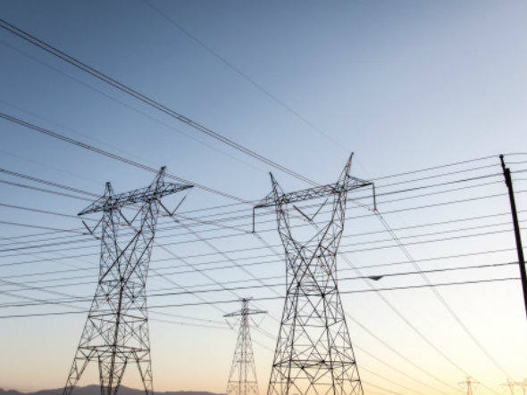 Com o preço da energia sendo reajustado anualmente pelas concessionárias, a energia solar é um investimento que se paga em um período entre 5 e 10 anos